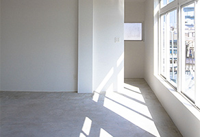 HEFT WHITE APARTMENT